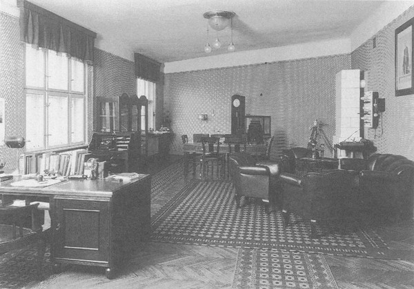 Head of the office in 1925